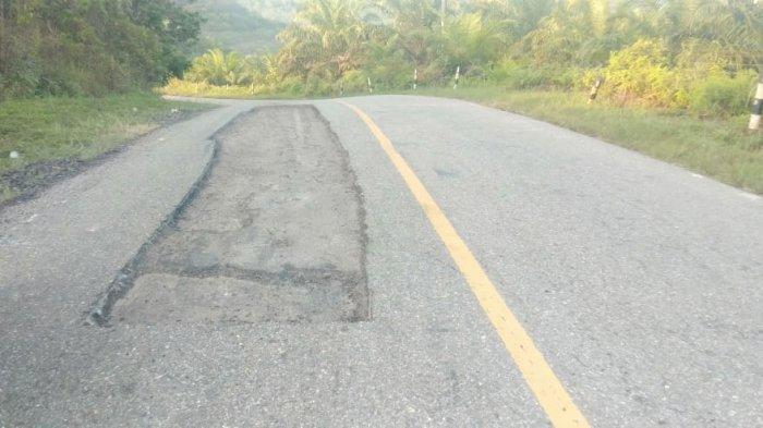 Jalan Nasional Bertabur Lubang di Subulussalam, Zarkasih Terpental Saat Sepmor Masuk Lubang