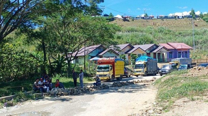 Anggota Dewan Blokir Jalan Blangkejeren-Kutacane di Kawasan Bukit Cinta,Dipicu Permasalahan Tanah