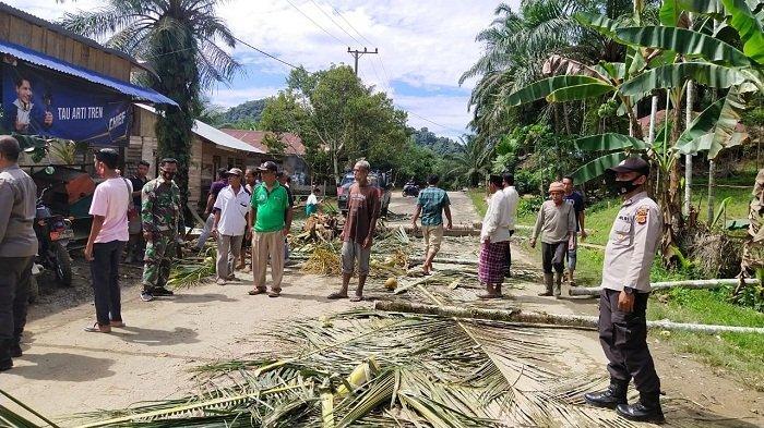 Warga Blokir Jalan Peureulak-Lokop di Seumanah Jaya Hingga Arus Lalu Lintas Terhenti Total, Mengapa?