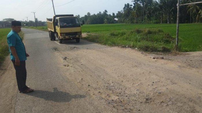 Jalan ke Ulee Gle Makmur Bireuen Rusak Parah, Warga Harap Segera Diperbaiki