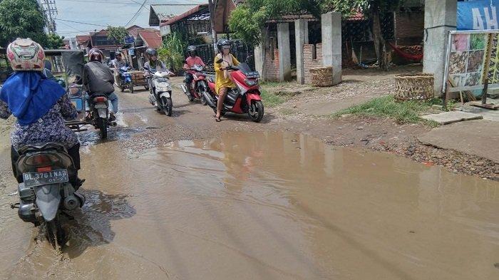 Warga Keluhkan Jalan Tumpok Teurendam Lhokseumawe yang Kondisinya Rusak Parah