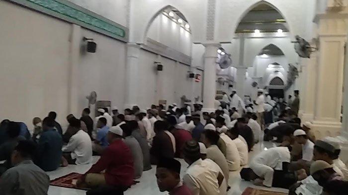 Bagaimana Hukum Shalat Tarawih di Masjid tapi Shalat Witir di Rumah, Bolehkah?