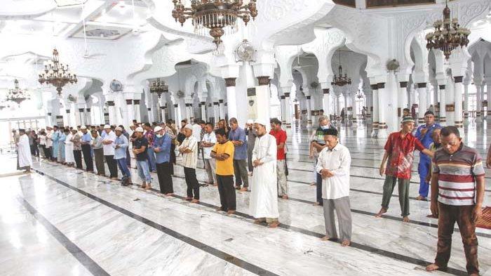 Shalat di Masjid Raya Mulai Terapkan Physical Distancing