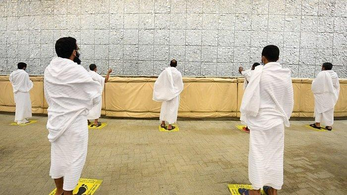 Melontar Jumrah Jaga Jarak, Khutbah Jumat Diisi dengan Pujian ke Kerajaan dan Negara Muslim