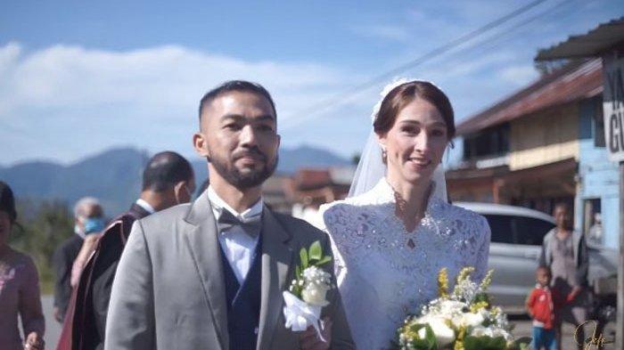 Kenal Lewat Aplikasi Pertemanan, Pemuda Batak Ini Ajak Gadis Inggris ke Jenjang Pernikahan