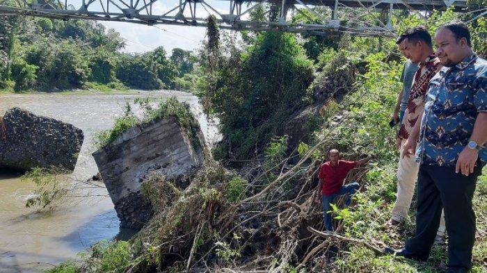 Wakil Ketua Komisi IV DPRA Tinjau Pondasi Jembatan Lamkleng yang Ambruk, Ini Pesan Muchlis Zulkifli