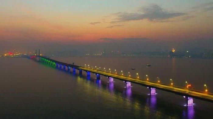 Jembatan Laut Terpanjang di Dunia Rampung Dikerjakan, Dibangun dengan Anggaran Rp 218,5 Triliun