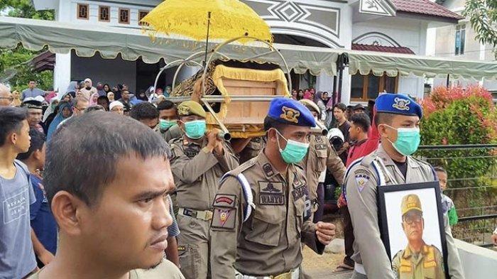 Jenazah Kasatpol PP Abdya Diantar ke Pemakaman seperti Parade Militer