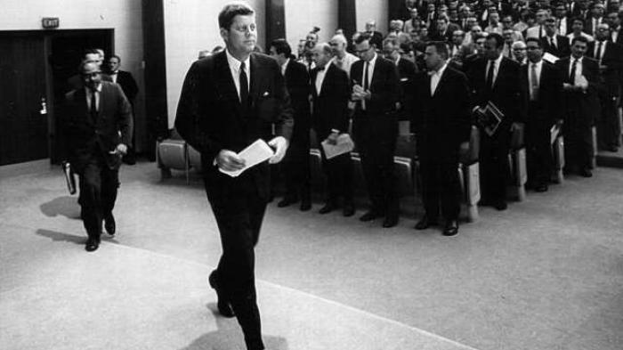Ingin Tampil Necis Seperti Presiden John F Kennedy, Begini Caranya