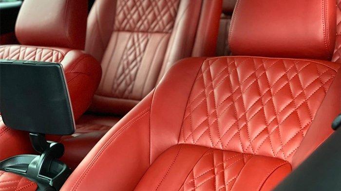Penampakan detail jok mobil mewah berbahan Wollsdorf Leather, karya Danish Car Interior Banda Aceh, November 2020.