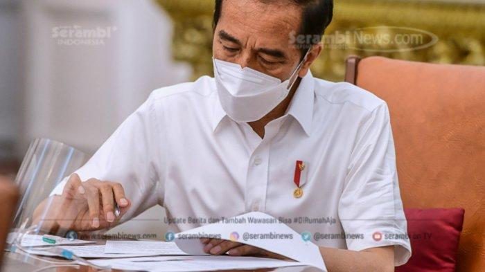 FOTO - Berkemeja Putih Lengan Pendek, Presiden Jokowi Disuntik Vaksin di Teras Istana Merdeka - jokowi-3.jpg