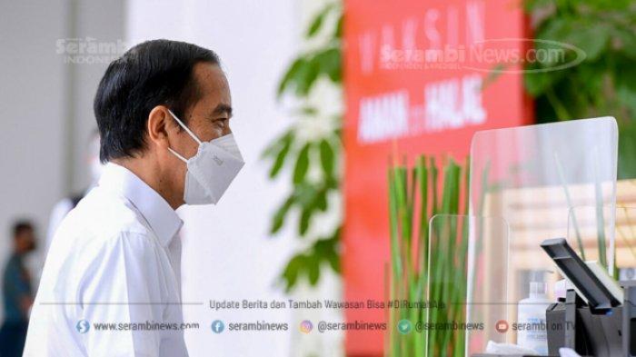 FOTO - Berkemeja Putih Lengan Pendek, Presiden Jokowi Disuntik Vaksin di Teras Istana Merdeka - jokowi-4.jpg