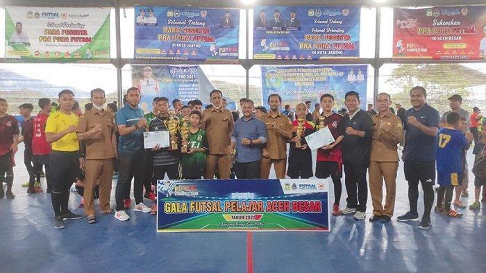 SDIK Nurul Qur'an dan SMPN 2 Indrapuri Juara Gala Futsal
