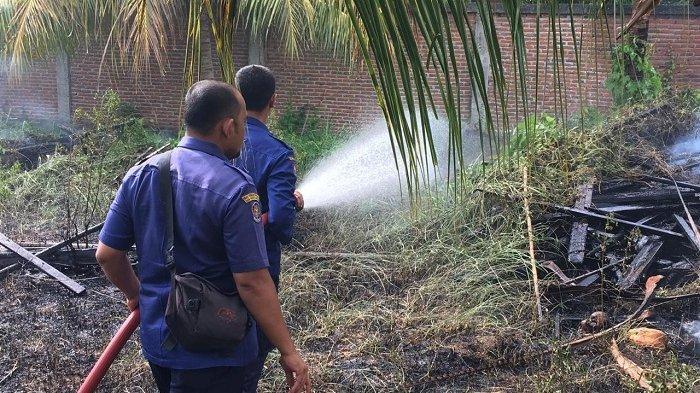 Kebakaran Ilalang Panikkan Warga Neusu Aceh