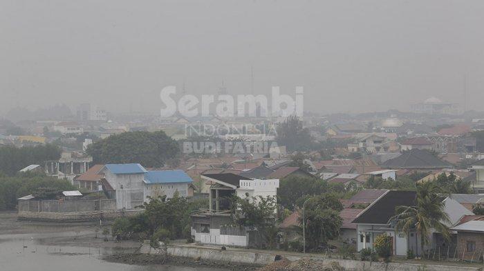 FOTO-FOTO : Kabut Asap Selimuti Kota Banda Aceh