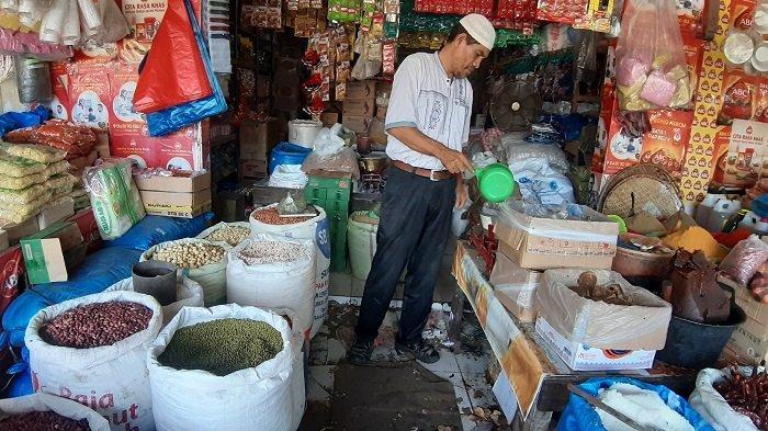 Stok Kacang Hijau Menipis di Pasar Induk Lambaro Aceh Besar