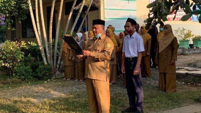 Kadisdik Aceh Besar Pimpin Apel Pagi di SMPN 3 Montasik, Ingatkan Siswa Disiplin Terapkan Protkes