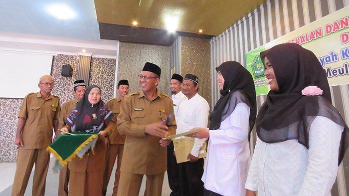 Kunjungi Meulaboh, Kakanwil Kemenag Aceh Serahkan SK untuk 111 CPNS di Empat Kabupaten