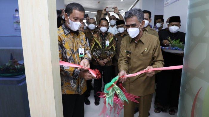 Dirut Bank Aceh Syariah Serahkan Dividen Rp 16,6 Miliar ke Pemkab Aceh Utara
