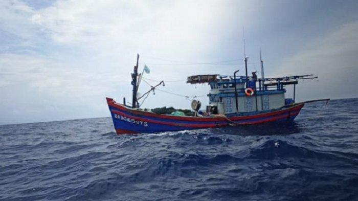 Kapal ikan berbendera Vietnam diamankan di Natuna Utara, Kepulauan Riau, Kamis (8/10/2020).