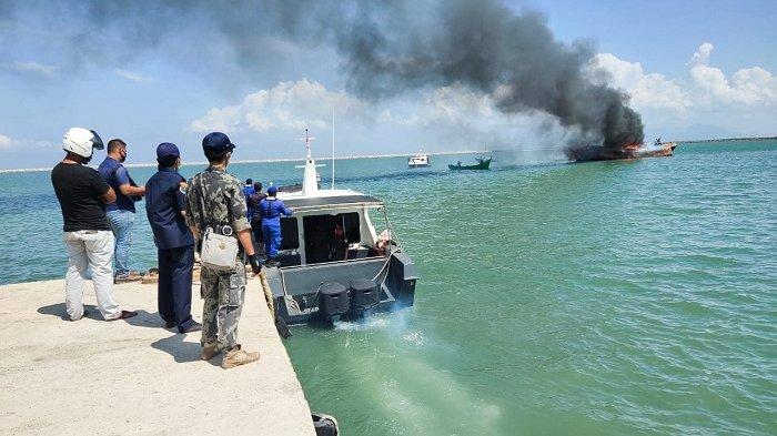 Ditpolairud Polda Aceh Tenggelamkan 2 Kapal Penangkap Ikan Negara Asing di Pelabuhan Ulee Lheue