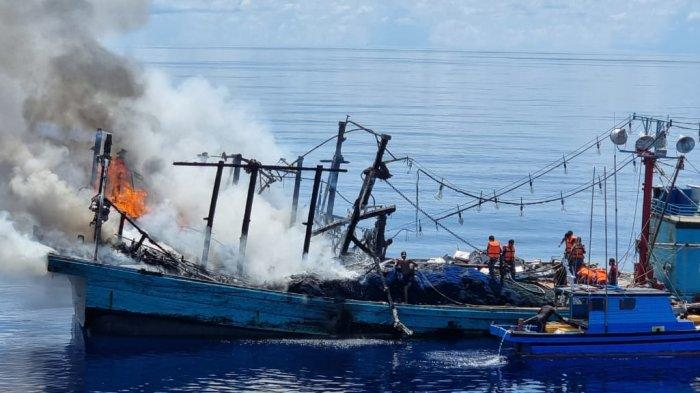KM Sinar Mas Terbakar di Laut Natuna Utara, TNI AL Selamatkan 27 ABK