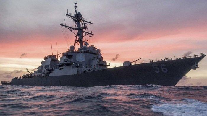 Kapal perang USS John S. McCain melakukan patroli di Laut Cina Selatan pada Januari 2017.