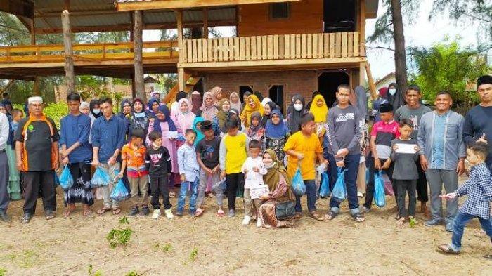Kapay Kembali Salur Daging Kurban dan Bagi-bagi 'THR' untuk 68 Yatim, Tiap Anak Dapat Rp 200 Ribu