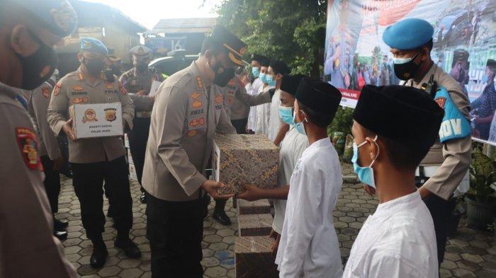 Jelang HUT Ke-75 Bhayangkara, Kapolda Aceh Bagi Sembako ke Rumah Yatim