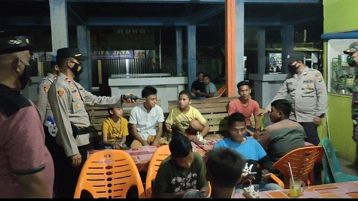 Patroli Gabungan Polsek Krueng Raya & Koramil 05/Mesjid Raya, Ingatkan Masyarakat Patuh Prokes