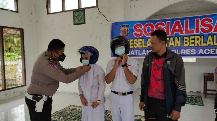 Sosialisasi Tertib Lalin ke Sekolah, Satlantas Polres Aceh Singkil Bagi-bagi Door Prize