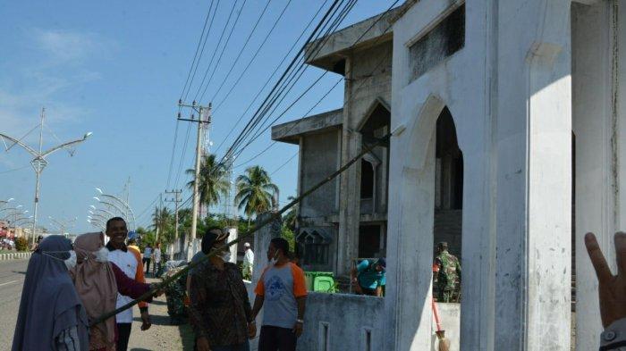 Lembaga Wali Nanggroe Bersihkan Masjid di Pidie