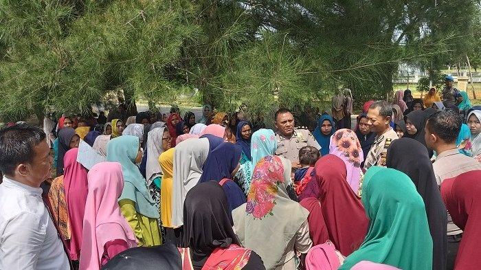 Kapolres Abdya Kabulkan Permintaan Kaum Ibu Desa Adan, 3 Warga yang Ditangkap Dikembalikan Bersyarat