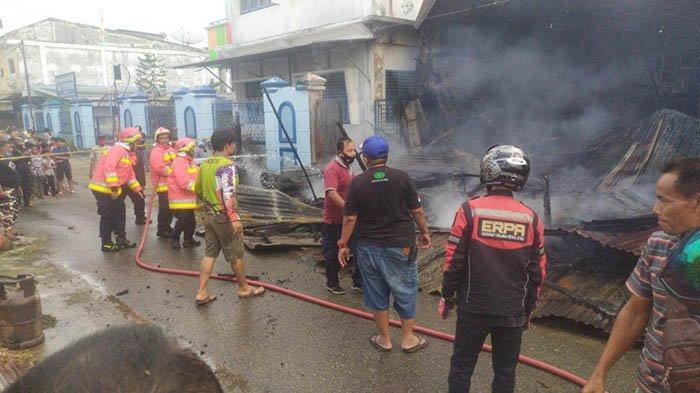 Gudang Kaca yang Terbakar di Gampong Mulia dalam Keadaan Kosong, Penyebab dan Sumber Api Diselidiki