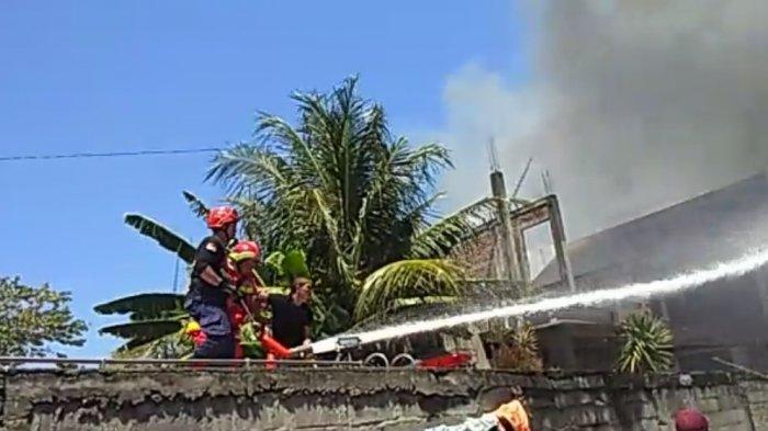 Rumah, Kantor, Mobil, dan Lahan Dilalap Api