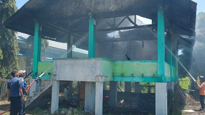 Balai Pengajian di Halaman Masjid Lampisang Gampong Keuneueu Lhoknga Terbakar