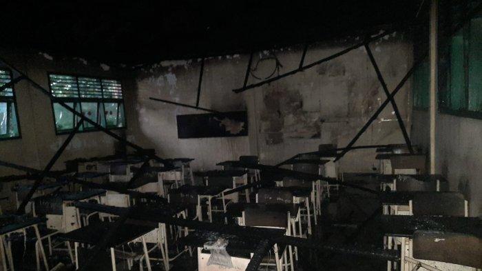 Tujuh Armada Dikerahkan Padamkan Api yang Membakar Gedung MIN 8 Peukan Bada