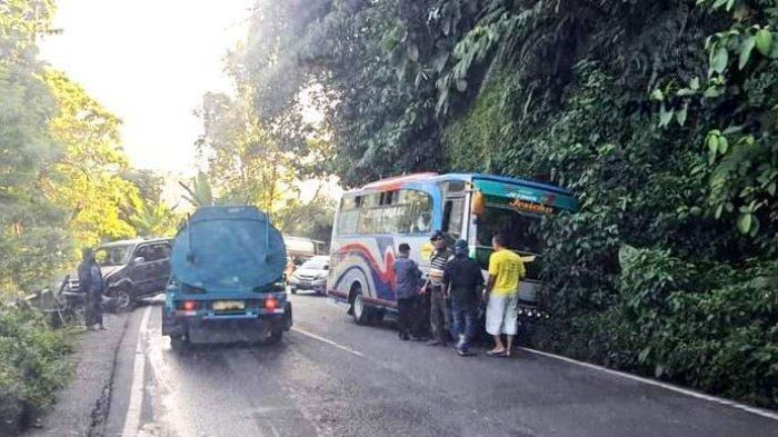 Bus dan Mobil Pribadi Tabrak Pembatas Jalan Dekat PDAM, Arus Lalu Lintas Macet