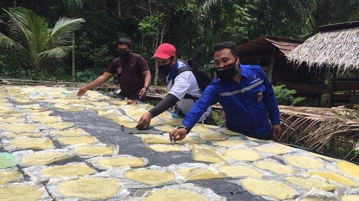 Kelompok Produksi Opak Binaan PAG Terus Tingkatkan Produksi, Dipasarkan Hingga ke Banda Aceh