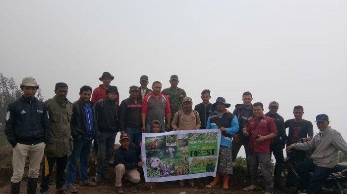 Pokdarwis Tingkem Rangkul Mahasiswa KKN Unsyiah Lestarikan Alam di Puncak Origon Hill