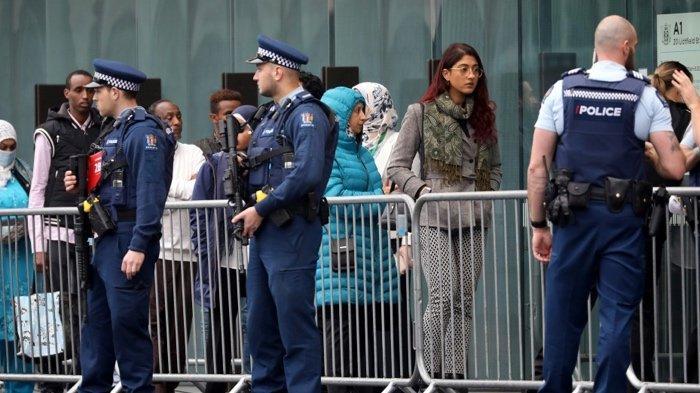 FOTO - Ekspresi Datar Wajah Teroris Penembakan Masjid Saat Sidang Vonis Perdana - keluarga-korban-hadiri-persidangan.jpg