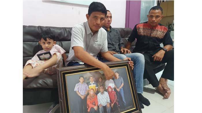 Keluarga Irfan Suri Berharap Mukjizat,Putra Asal Samalanga dalam KRI Nanggala-402