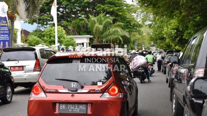 FOTO - FOTO: Kemacetan Saat Jam Pulang Sekolah di Depan Pendopo Wali Kota Banda Aceh - kemacetan2.jpg