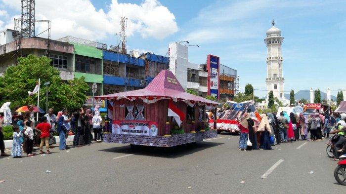 FOTO-FOTO: Rumah Adat Papua Hingga Batak Meriahkan Karnaval Banda Aceh - kemeriahan-karnaval-5_20170819_131253.jpg