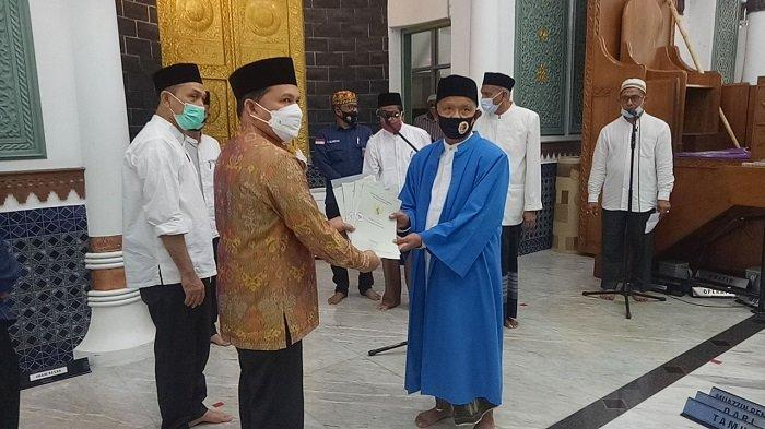 Masjid Raya Terima Sertifikat Tanah Wakaf