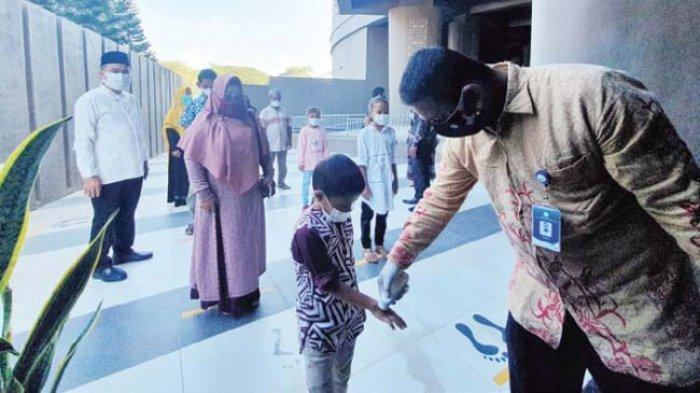 Pengunjung Wajib Patuhi Protkes, Museum Tsunami Kembali Disambangi Wisatawan