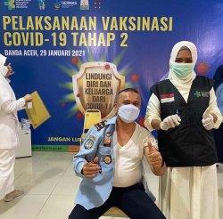 Pegawai Imigrasi Banda Aceh Jalani Vaksinasi Dosis Kedua