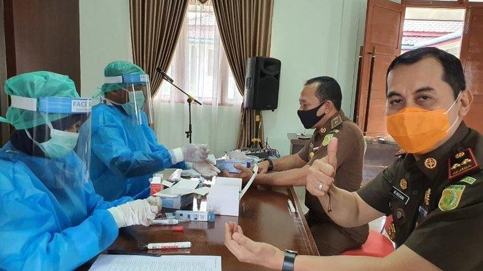 Pegawai Kejari Aceh Singkil Lakukan Rapid Test Massal, Ini Hasilnya