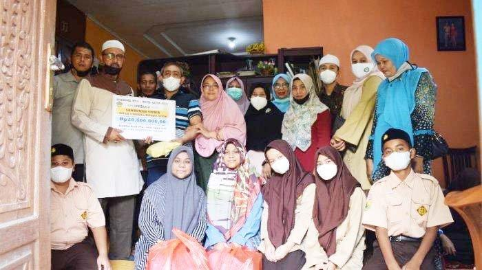 MTsN Model Banda Aceh Santuni Siswi Korban Kebakaran
