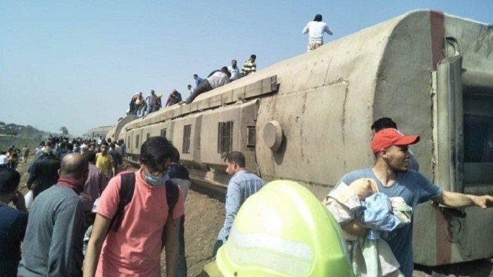 Kereta Api Tergelincir di Mesir, Sebanyak 99 Penumpang Mengalami Luka-luka